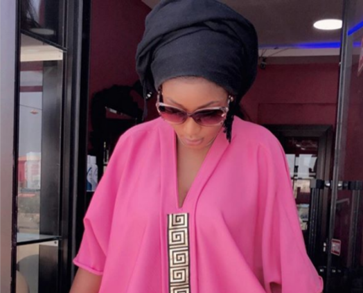 "Mode Ramadan : Lisa, l'épouse de Pod, rayonnante dans son ""jalaba"""