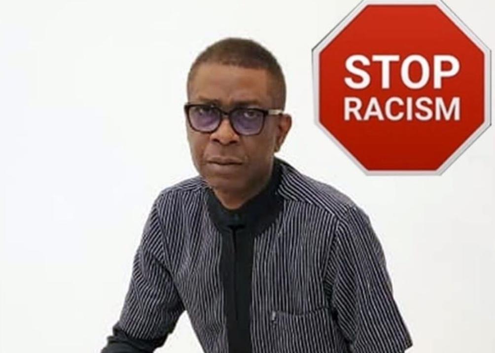 Image du jour : Youssou Ndour s'agenouille pour dire non au racisme