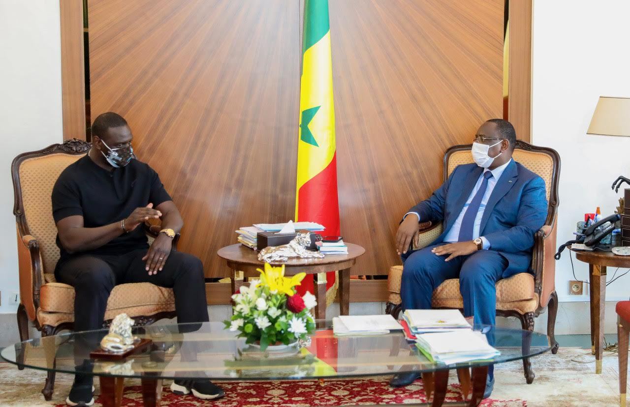 """Macky Sall félicite l'humoriste Omar Sy pour son film """"Lupin"""""""