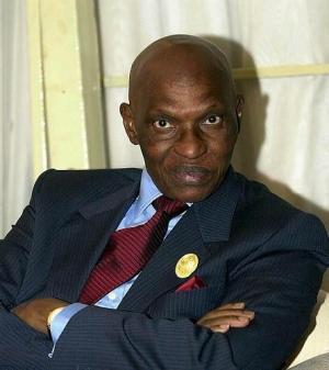 Abdoulaye Wade bloqué par les autorités françaises à Dakar ( Voyage à Doha)