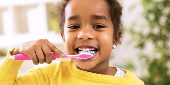 Les techniques pour encourager vos enfants à se brosser les dents